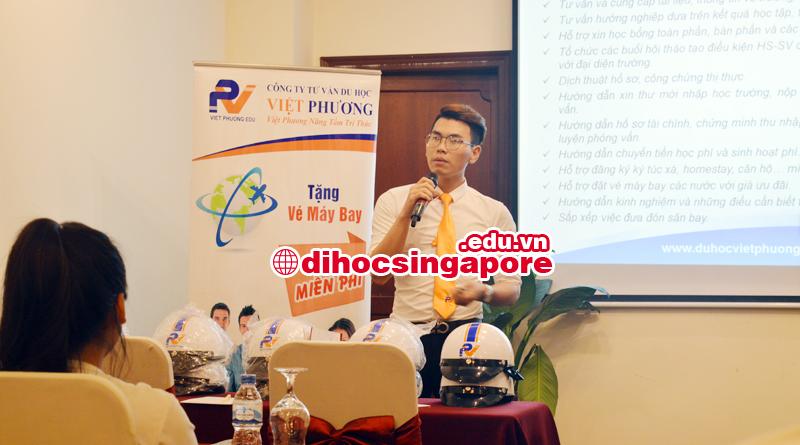 Mr Tâm đại diện Du học Việt Phương giới thiệu về dịch vụ du học Singapore của công ty