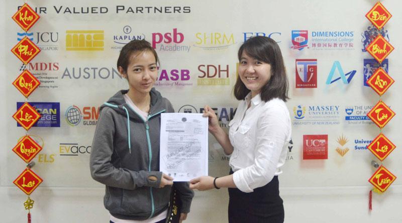 Chúc mừng bạn Kim Cương đạt visa du học Singapore cùng chuyên viên tư vấn công ty Du học Việt Phương